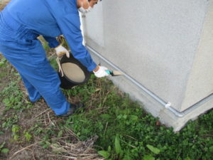 室内への侵入防止の粉剤散布